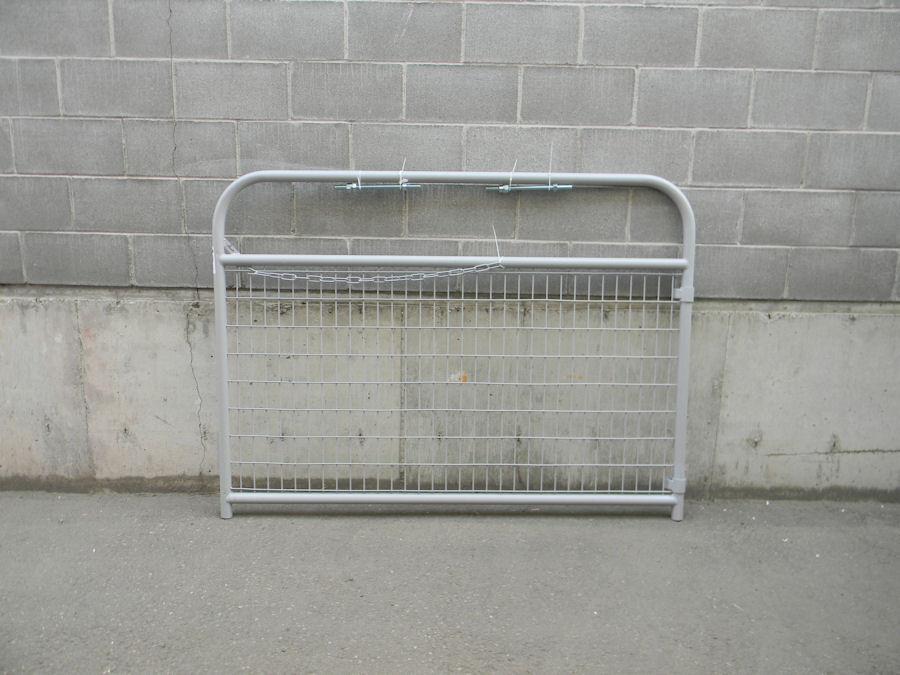 Silver mesh gate