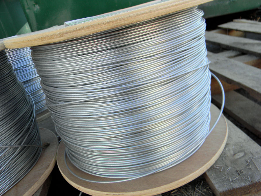 Smooth wire fencing
